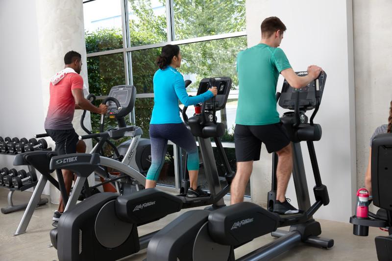 Спортуващи на краостренажори Life Fitness